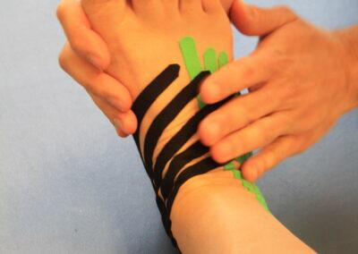 Kinesio tape - distorsione caviglia